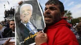 Se solicită demisia lui Abbas după amânarea alegerilor | AO NEWS