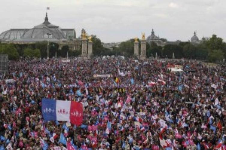 Franța: Din nou proteste în masă împotriva legalizării căsătoriilor de același sex