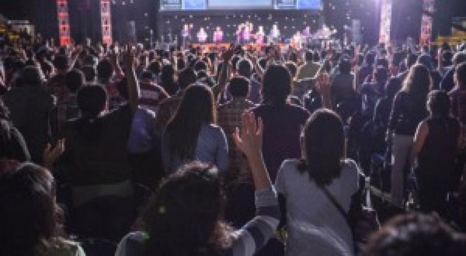 Indonezia: Mii de oameni se întorc la Dumnezeu în cea mai mare țară musulmană